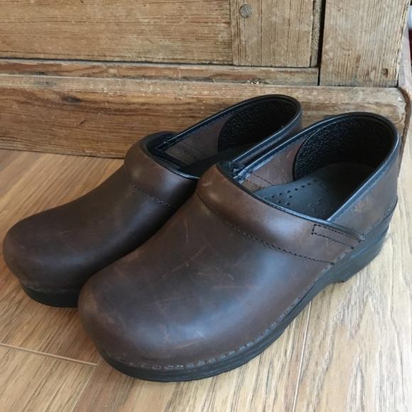 Dansko scarpe   marrone Distressed Pelle Poshmark Clogs   Poshmark Pelle 2d2042